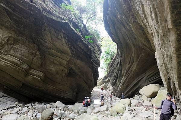 南化大地谷流線型裂口