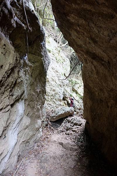 即將抵達減肥洞前的岩石區