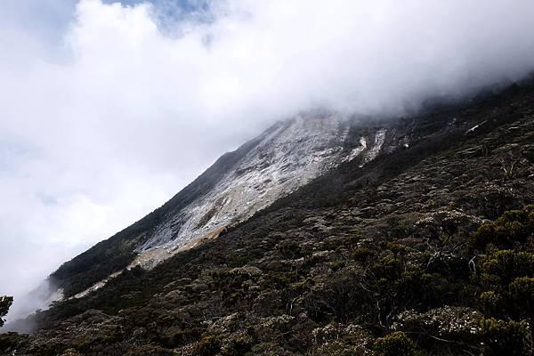 13:41 雲霧中的沙巴神山