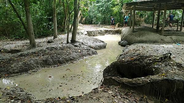 抵達迪加島火山泥漿池