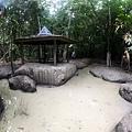 火山泥漿池與亭子