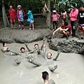 迪加島火山泥漿浴留影