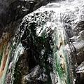 栗松溫泉美麗的綠色碳酸鈣結晶