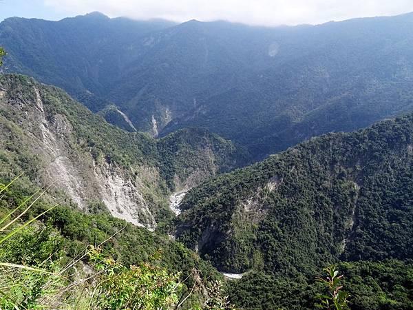 眺望樂樂溪山谷風景