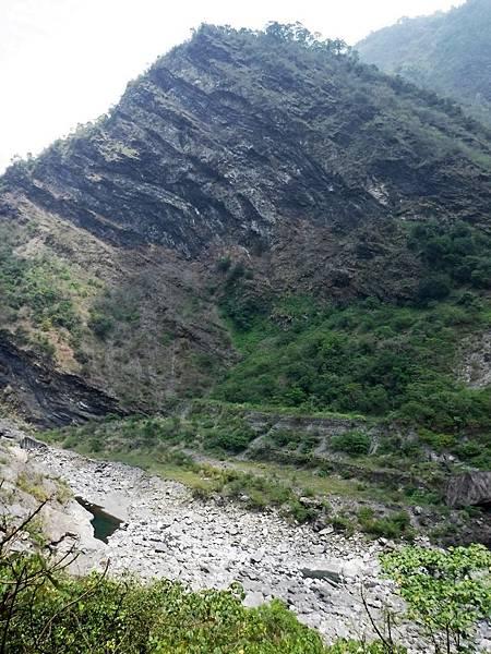 展望河床與對面山頭
