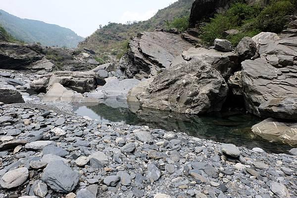 河水繼續流往下游方向