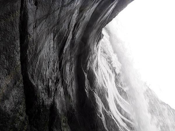 飛龍瀑布水落後方小空間之左