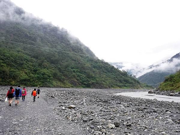 河床徒步折返