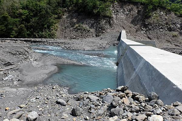 拉克斯溪第一座攔砂壩