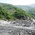 溫泉溪河床第一個大右彎