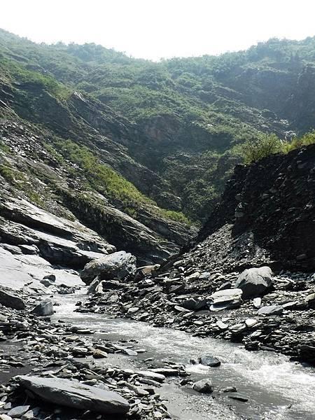 溫泉溪河床第二個大右彎