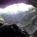 仰望峽谷絕壁