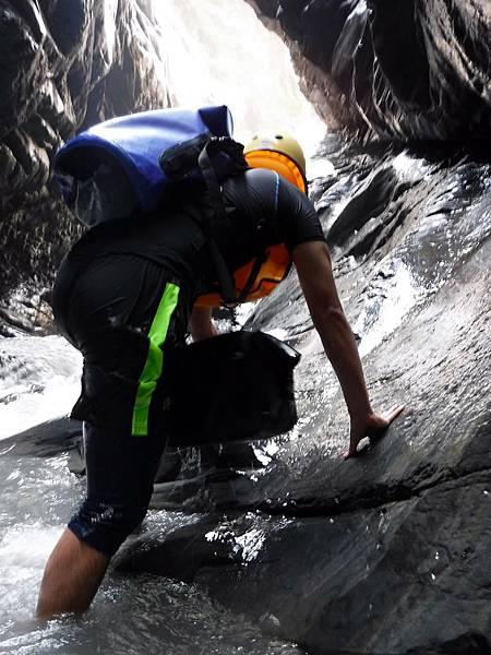 攀上周邊岩台