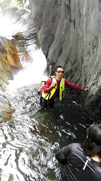 失魂峽谷戲水