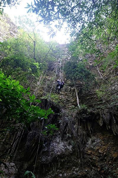 垂降進入Jomblang Cave