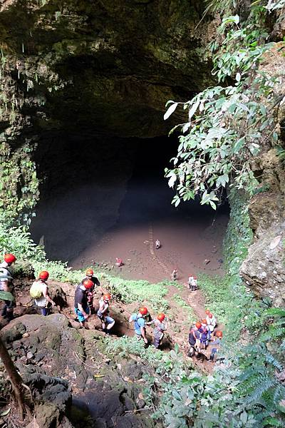 Jomblang Cave底部的大山洞