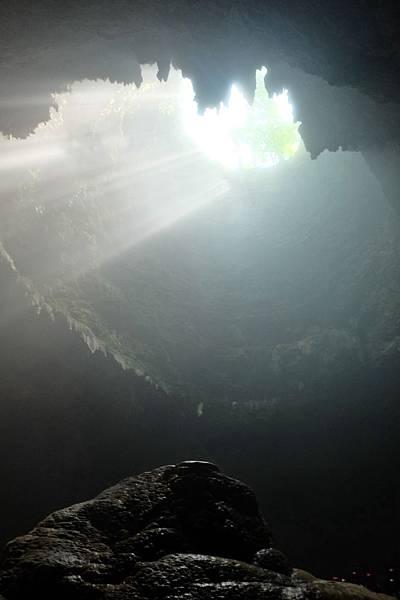 仰望Grubug Cave頂端