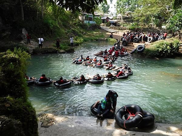 Pindul Cave入口水池