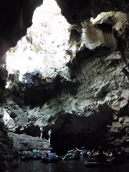 Pindul Cave天井一景