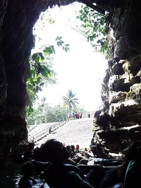 來到Pindul Cave通道出口