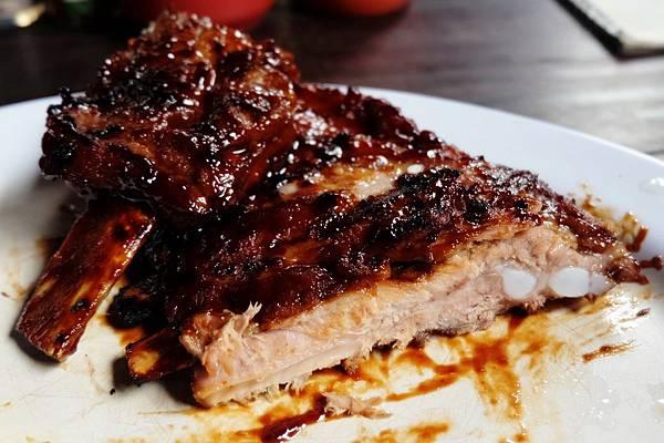 烤豬肋排斷面秀