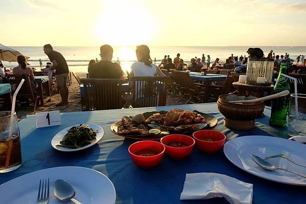 餘暉下的海灘饗宴