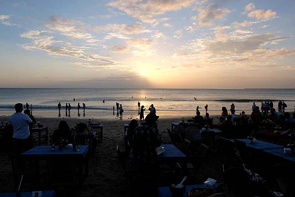 夕陽逐漸落入海平面