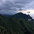雞籠山西邊烏雲密布開始下雨