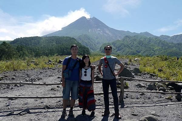 印尼日惹默拉皮火山合影