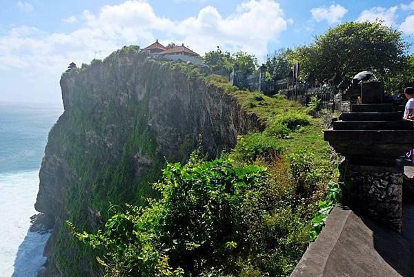 烏魯瓦圖神廟座落斷崖突出部之上