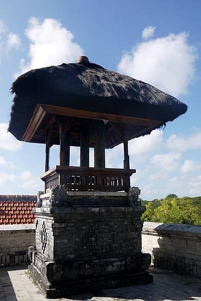 Bale kulkul (峇里島寺廟常見安放峇里木鼓的亭子)