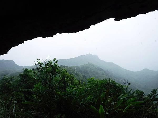 四方亭看雨中劍龍稜