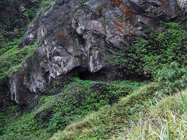 小錐麓遇小山洞