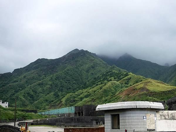 下山後劍龍稜逐漸陷入雲雨之中