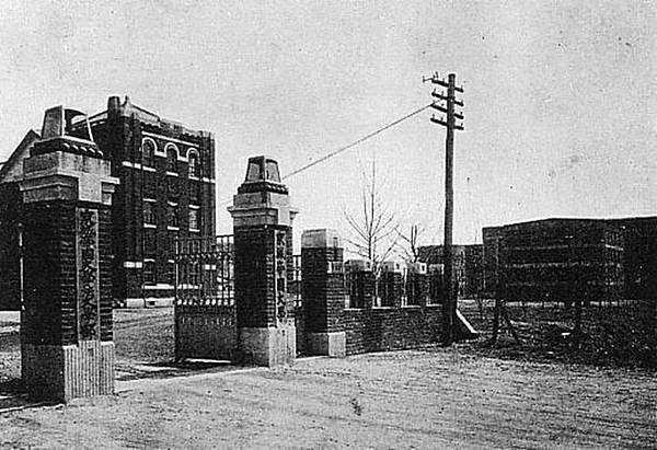 京城帝國大學校門
