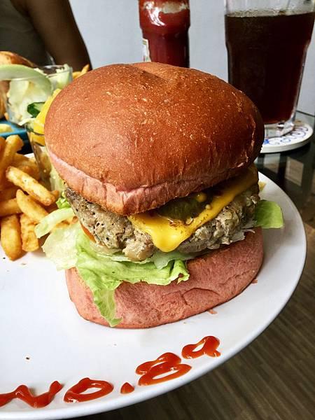 大漢堡拼盤-手打白酒豬肉排