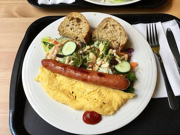 蛋捲早午餐-德式香腸起司蛋捲