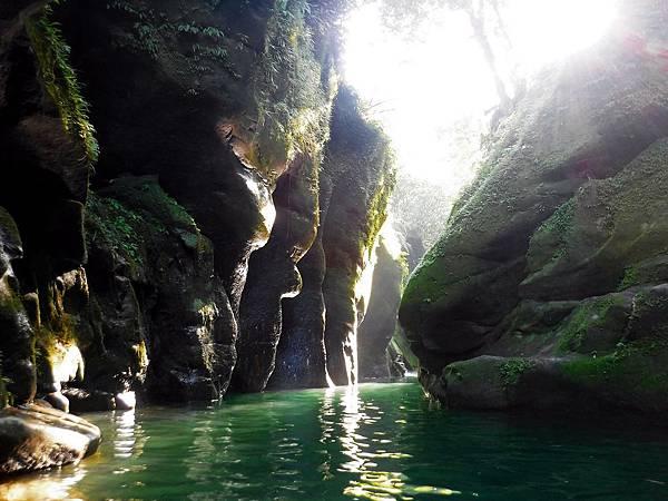 遇見石碇蚯蚓坑峽谷水道