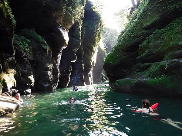 蚯蚓坑峽谷絕美水道