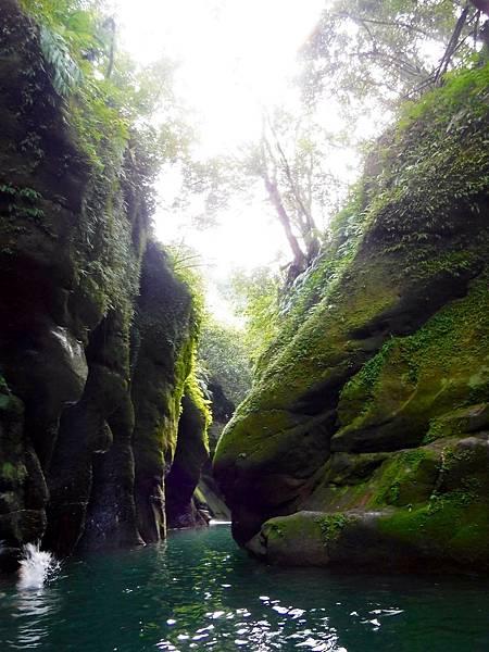 蚯蚓坑峽谷水道一景