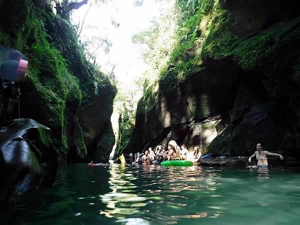 蚯蚓坑峽谷跳水處一景
