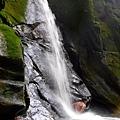 蚯蚓坑瀑布