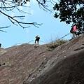 仰望「險峻稜脊」