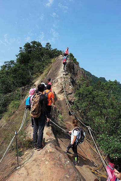 準備攀登「險峻稜脊」