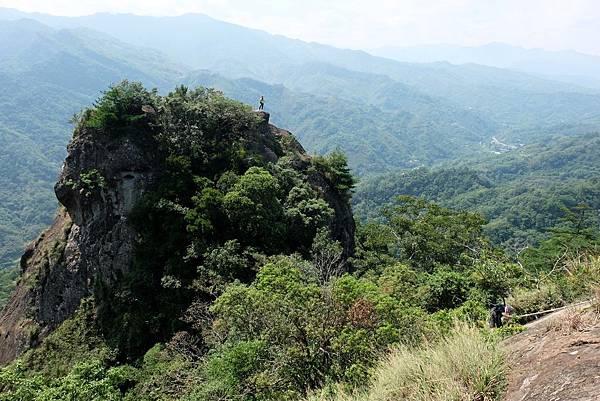 「峭壁雄風」對面的「獨立峰」