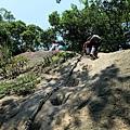 遇岩壁上攀