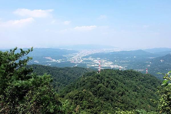 五寮尖登頂展望三峽方向
