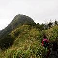 第二段拉繩陡下後繼續前往雷霆峰