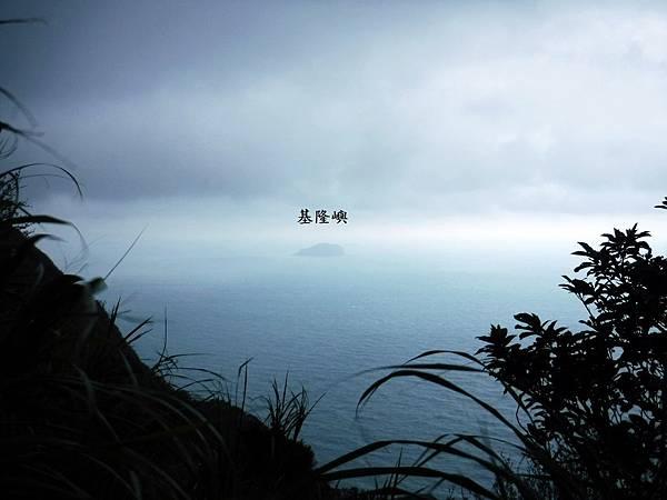 雷霆峰鞍部眺望基隆嶼