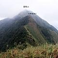雷霆峰頂往西看基隆山稜